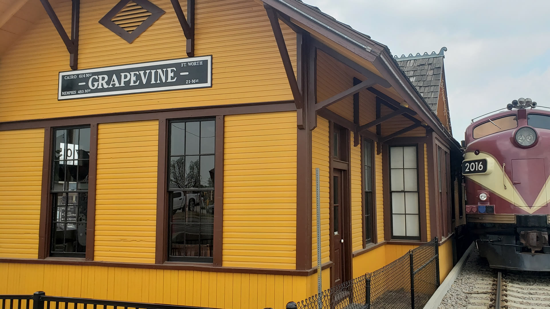 Grapevine Sightseeing and Wine Trail Tour